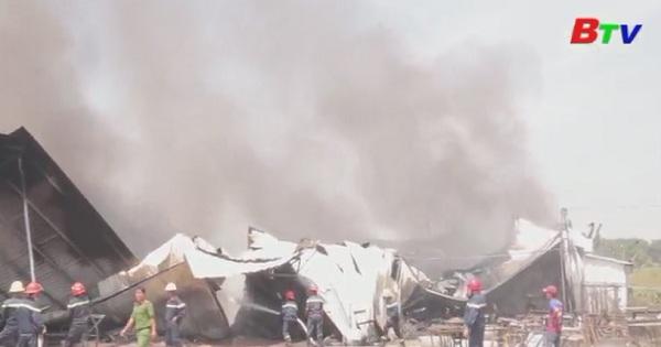 Thị xã Thuận An: Cháy lớn tại xưởng nệm mút