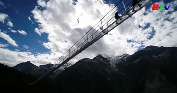 Thụy Sĩ khai trương cầu treo dành cho người đi bộ dài nhất thế giới