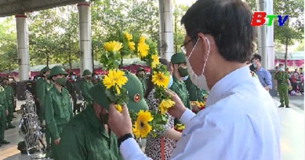 Thanh niên Tân Uyên lên đường nhập ngũ