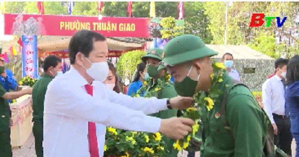 Thanh niên Thuận An hăng hái lên đường tòng quân