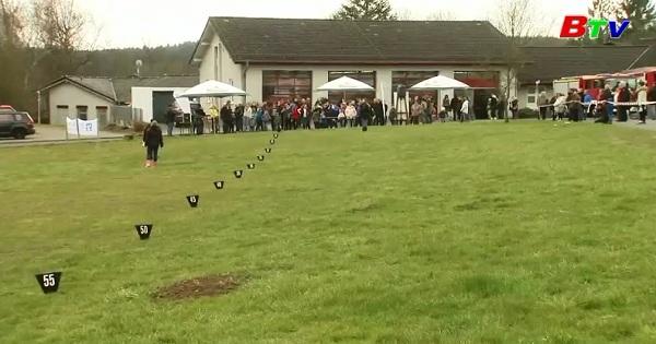 Cuộc thi ném trứng phục sinh ở làng Horhausen