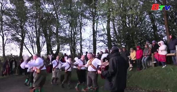 Kỷ niệm ngày Quốc tế Lao động bằng điệu nhảy Morris sôi động