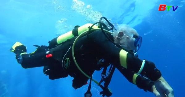 Cyprus: Cụ ông 96 tuổi lặn để phá vỡ kỷ lục thế giới
