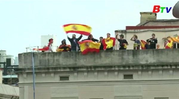 Tây Ban Nha - Biểu tình phản đối cuộc trưng cầu ý dân bất hợp pháp tại Catalunya