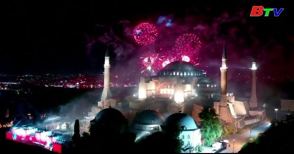 Thổ Nhĩ Kỳ bắn pháo hoa kỷ niệm ngày chinh phục của đế chế  Ottoman