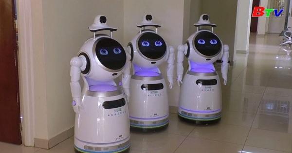 Rwanda - Robot thăm khám giúp hạn chế tiếp xúc  giữa bác sĩ và người bệnh