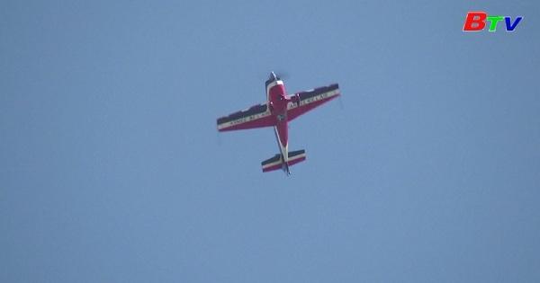 Mãn nhãn với giải vô địch thế giới nhào lộn máy bay trên không