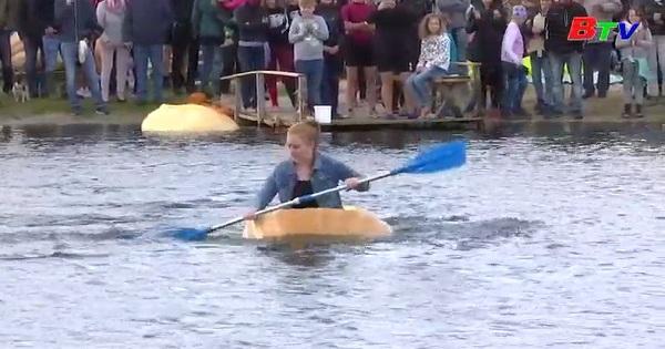 Hào hứng với cuộc đua chèo thuyền bí ngô ở Đức