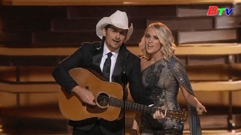 Ca sĩ Carrie Underwood chiến thắng tại giải thưởng nhạc đồng quê lần thứ 50