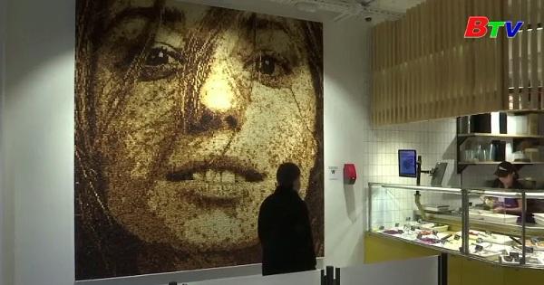 Độc đáo chân dung làm từ 40.000 khối bánh mì ở Nga
