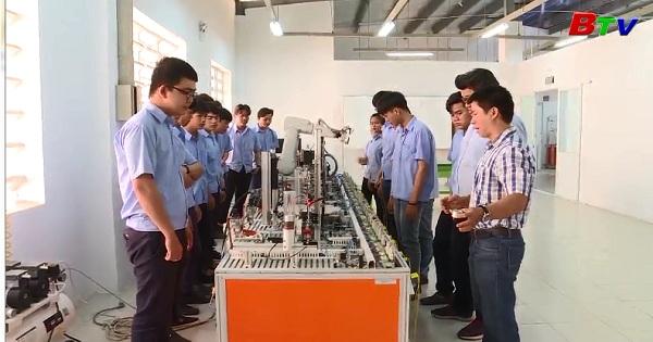 Trường Cao đẳng Việt - Hàn Bình Dương nỗ lực đổi mới dạy nghề