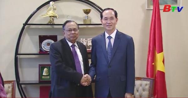 Chủ tịch nước thăm đại sứ quán, cộng đồng người Việt tại Bangladesh