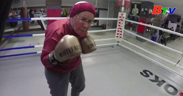 Cụ bà 75 tuổi tập quyền anh để chiến đấu bệnh Parkinson