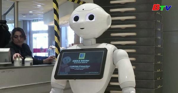 Đức - Robot Pepper nhắc nhở khách hàng trong thời dịch bệnh