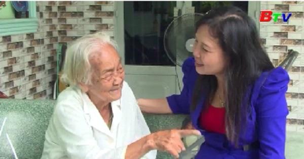 Lãnh đạo thành phố Thuận An thăm, tặng quà người cao tuổi