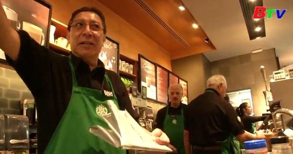 Starbucks mở quán cà phê với nhân viên phục vụ lớn tuổi tại Nhật Bản