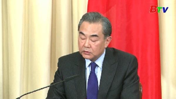 Trung Quốc giúp Nga mát lòng lúc khó khăn