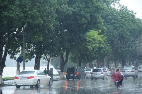 Bắc Bộ có mưa rào và dông, khả năng cao xảy ra tố, lốc, mưa đá và gió giật mạnh