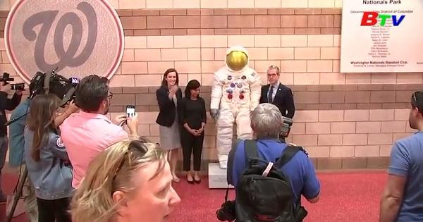 Ra mắt tượng phi hành gia Neil Armstrong  nhân kỉ niệm 50 năm  Apollo đổ bộ lên mặt trăng