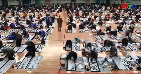 Cuộc thi viết thư pháp đầu năm mới ở Nhật Bản