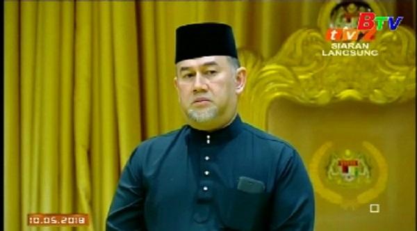 Quốc vương Malaysia bất ngờ thoái vị