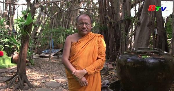 Thái Lan biến chai nhựa thành áo choàng của nhà sư