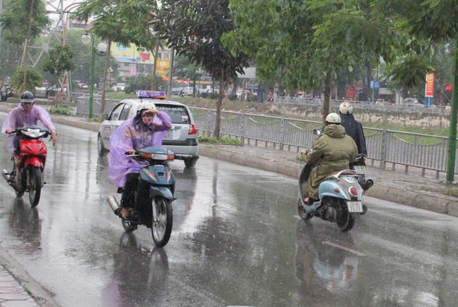 Nhiều khu vực trong cả nước có mưa to và khả năng xảy ra tố, lốc, mưa đá