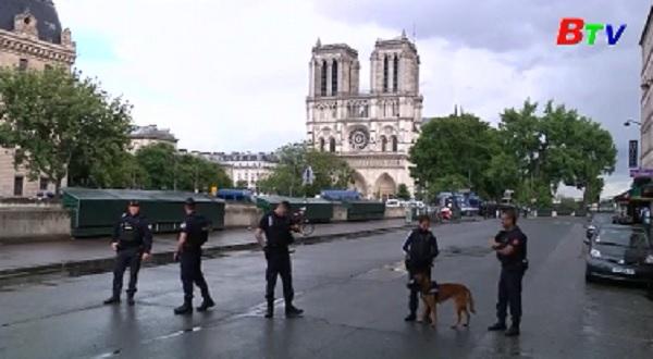 Tấn công trước nhà thờ Notre-Dame ở thủ đô Paris