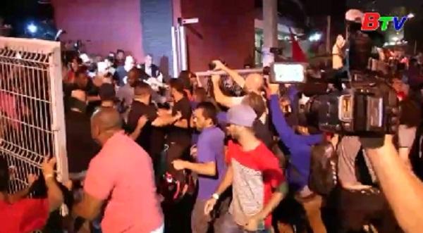 Ứng viên tổng thống Brazil bị đâm trọng thương khi vận động bầu cử
