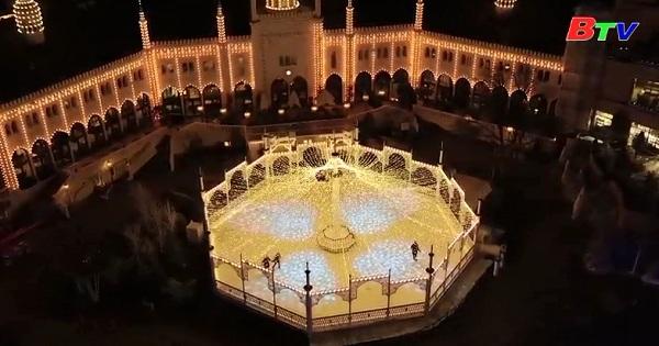Thắp sáng công viên giải trí lâu đời thứ 2 trên thế giới