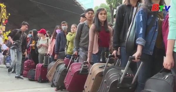 Những chuyến xe nghĩa tình đưa sinh viên về quê đón tết