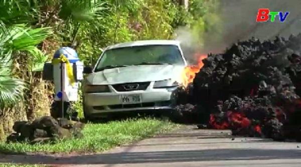 Dung nham phun trào cao tới 70m, nuốt chửng 30 căn nhà ở Hawaii
