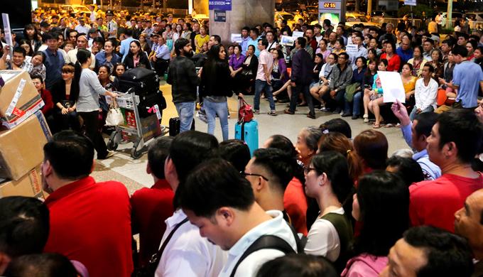 Sân bay Tân Sơn Nhất gồng mình đón Việt kiều về ăn Tết