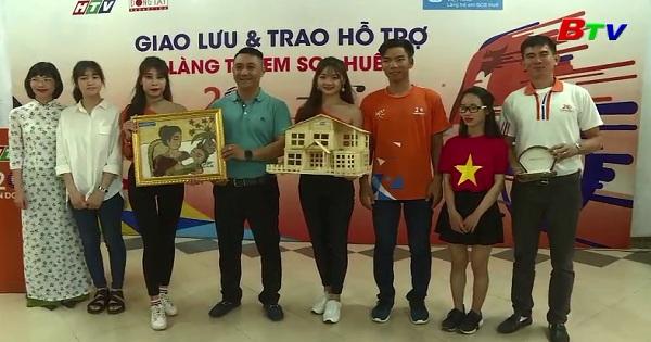 Đoàn đua xe đạp HTV đến thăm và tặng quà làng SOS Huế