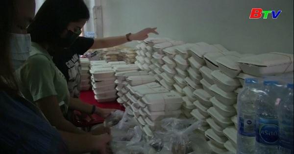 Thái Lan - Quán rượu trở thành bếp ăn cộng đồng  giữa dịch covid-19
