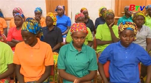 Các nữ sinh Nigeria được trả tự do gặp gỡ tổng thống