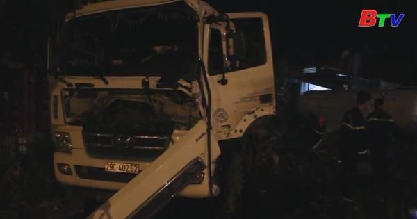 Tàu hỏa đâm xe bồn chở ga, 3 người bị thương nặng