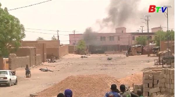 Lực lượng Pháp và Mali bị tấn công bằng xe bom tại thị trấn Gao