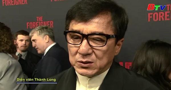 Diễn viên Thành Long tham dự buổi chiếu ra mắt