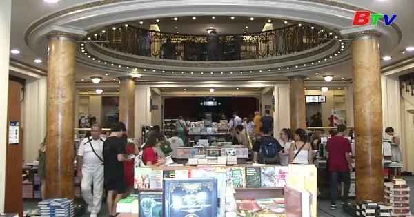 Tham quan cửa hiệu sách hoành tráng nhất thế giới