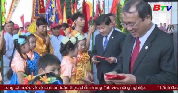 Lãnh đạo tỉnh Bình Dương tiếp đại diện cộng đồng người Hoa tại Tp.Thủ Dầu Một chúc xuân