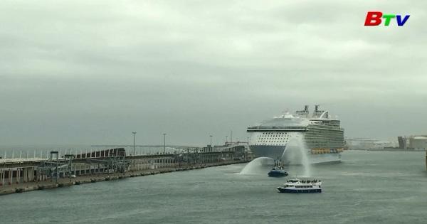 Tàu du lịch lớn nhất thế giới khởi hành chuyến hải trình đầu tiên