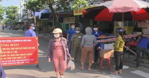 Đà Nẵng giãn tần xuất đi chợ bằng thẻ
