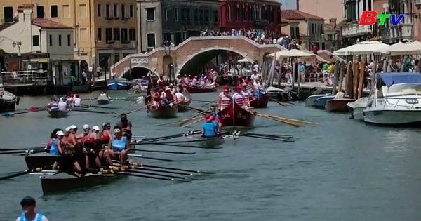 Giải đua thuyền chèo Vogalonga ở Venice