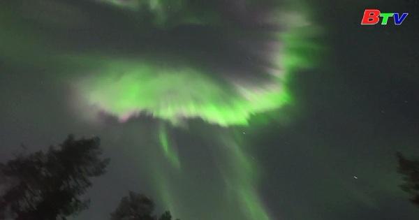 Ngắm hiện tượng cực quang tuyệt đẹp trên bầu trời Phần Lan
