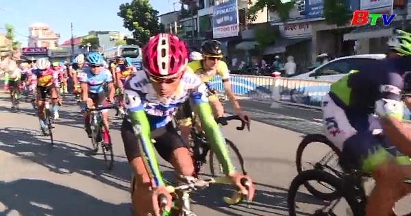 Xuất phát chặng 7 Giải Xe đạp Quốc tế VTV-Cúp Tôn Hoa Sen 2017 Huế - Quảng Nam (160km)