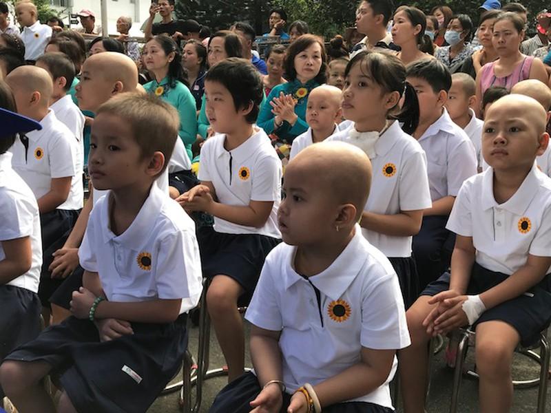 Xúc động lễ khai giảng ở một lớp học đặc biệt