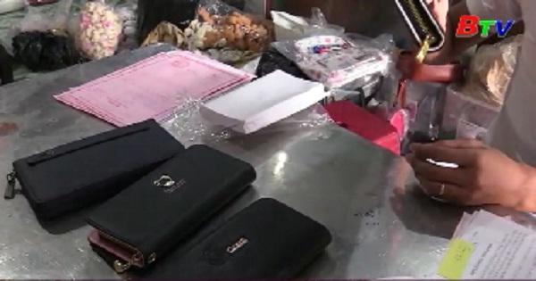 Phát hiện 6.000 túi xách không rõ nguồn gốc