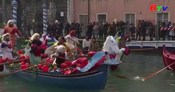 Khai màn lễ hội hóa trang Venice 2020