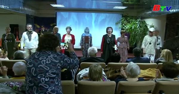 Buổi trình diễn thời trang dành cho người lớn tuổi